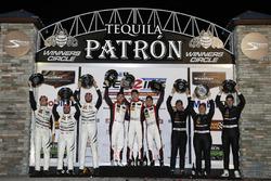 Подиум GTD: второе место – Купер Макнил, Алессандро Бальцан, Гуннар Джиннетт, Scuderia Corsa, победи