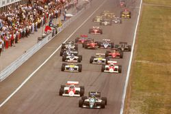 Gerhard Berger, Benetton B186 BMW leads Keke Rosberg, McLaren MP4/2C TAG Porsche, Nelson Piquet, Williams FW11 Honda, Alain Prost, McLaren MP4/2C TAG Porsche, Riccardo Patrese, Brabham BT55 BMW and Nigel Mansell, Williams FW11 Honda at the start, behind Stefan Johansson,Ferrari F186