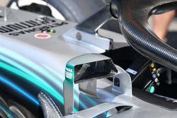 Detalle de los espejos del Mercedes
