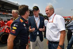 Christian Horner, Red Bull Racing Team Principal, Sean Bratches, Formula One Managing Director, Commercial Operations and Dr Helmut Marko, Red Bull Motorsport Consultant on the grid
