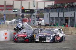 Sébastien Loeb, Team Peugeot Total, Andreas Bakkerud, EKS Audi Sport, Johan Kristoffersson, PSRX Volkswagen Sweden crash