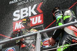 Podium: ganador, Jonathan Rea, Kawasaki Racing, tercero, Tom Sykes, Kawasaki Racing