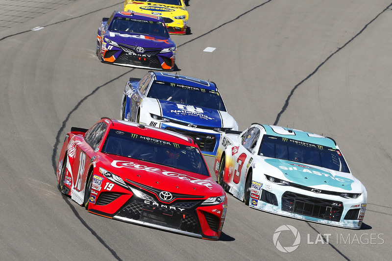 Daniel Suárez, Joe Gibbs Racing, Toyota Camry Coca-Cola y Austin Dillon, Richard Childress Racing, C