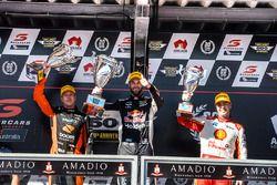 Podyum: Yarış galibi Shane van Gisbergen, Triple Eight Race Engineering Holden, 2. James Courtney, W