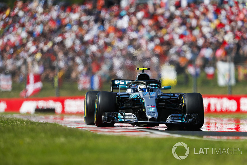 Bottas refuses to concede position to Ricciardo