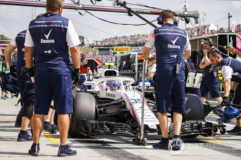 Sergey Sirotkin, Williams FW41, in the pits