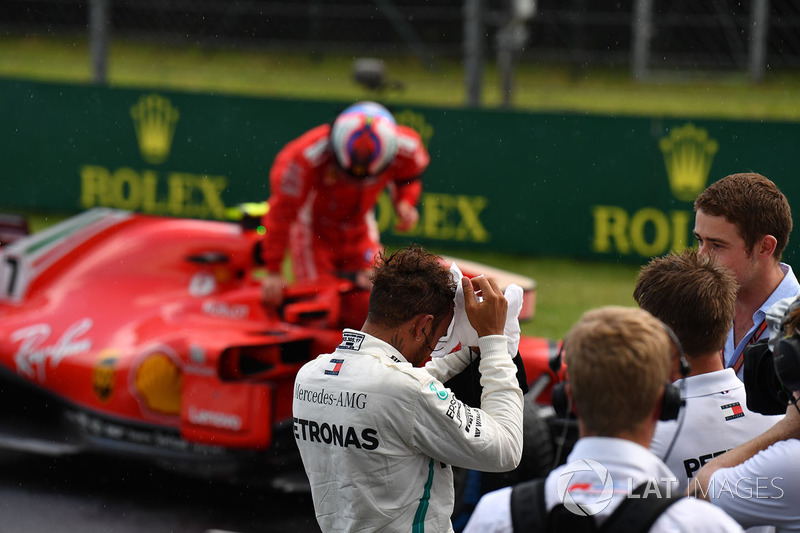 Lewis Hamilton, Mercedes-AMG F1 and Paul di Resta, Sky TV in parc ferme