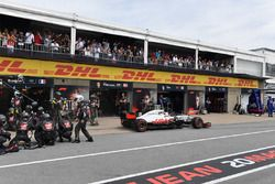 Kevin Magnussen, Haas F1 Team VF-18 pitstop