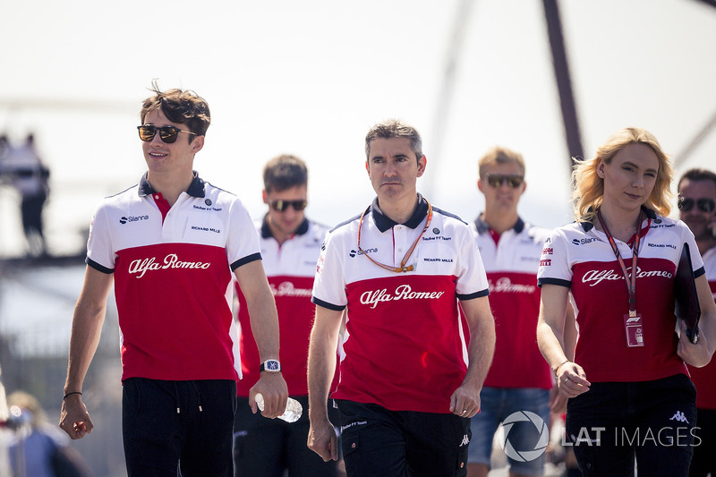 Charles Leclerc, Sauber walks the track with xevo and Ruth Buscombe, Sauber Race Strategist