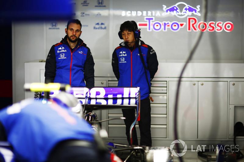 Kru Toro Rosso and Honda
