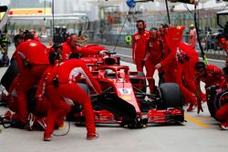 Sebastian Vettel, Ferrari SF71H, maakt een stop