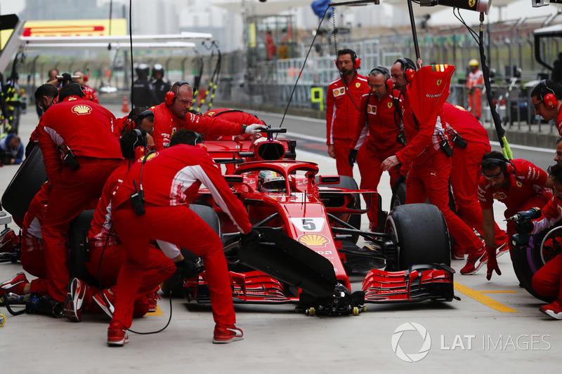 Sebastian Vettel, Ferrari SF71H,effettua un pit stop