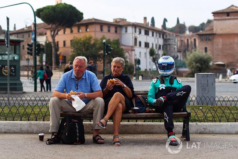 Luca Filippi a Roma con due turisti