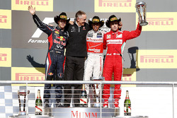 Podio: segundo lugar Sebastian Vettel, Red Bull Racing, Martin Whitmarsh director del equipo, McLare