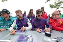 Sam Bird, DS Virgin Racing, Alex Lynn, DS Virgin Racing, sign autographs