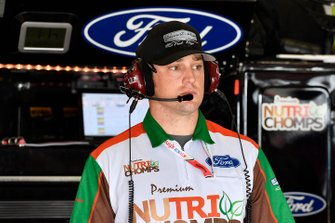 Chase Briscoe, Stewart-Haas Racing, Ford Mustang Nutri Chomps crew