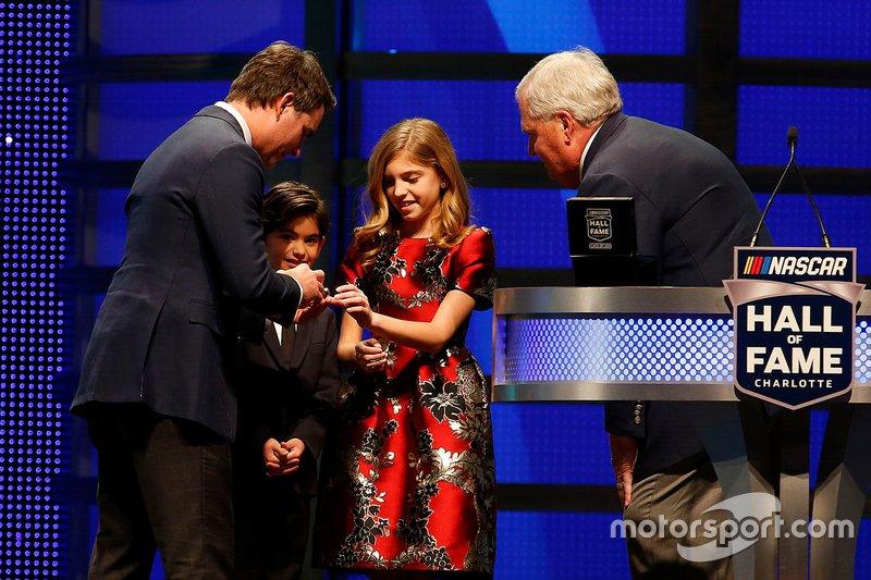 Jeff Gordon mit Sohn Leo, Tochter Ella und Rick Hendrick