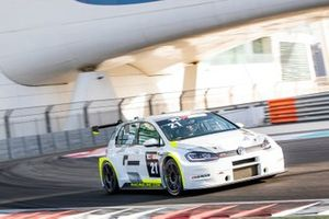 #21 Volkswagen Golf GTI TCR, Paul Dehadray, Kieran Griffin, J W Bird Motorsport