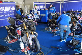 Alex Lowes, Pata Yamaha garage