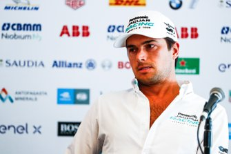 Nelson Piquet Jr, Panasonic Jaguar Racing, Jaguar I-Type 3 en la conferencia de prensa
