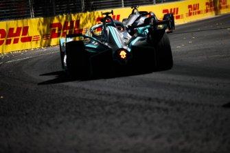 Mitch Evans, Jaguar Racing, Jaguar I-Type 3, follows Robin Frijns, Envision Virgin Racing, Audi e-tron FE05