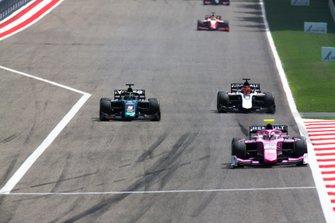 Sergio Sette Camara, DAMS passes Nikita Mazepin, ART Grand Prix