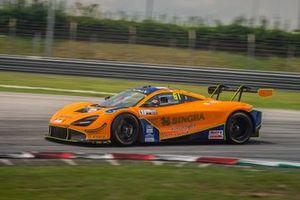 #61 ABSSA Motorsport McLaren 720S GT3:Piti Bhirombhakdi, Keita Sawa