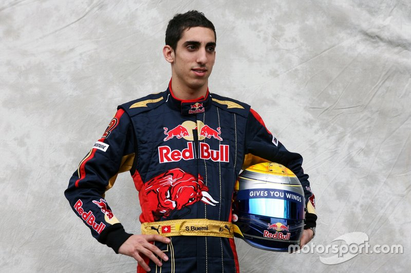 Buemi seguiu na Toro Rosso em 2010