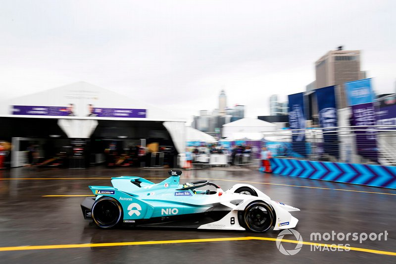 Tom Dillmann, NIO Formula E Team, NIO Sport 004 passes transita in pit lane
