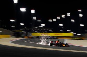 Vonken bij Max Verstappen, Red Bull Racing RB15