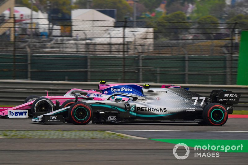Valtteri Bottas, Mercedes AMG W10, sorpassa Lance Stroll, Racing Point RP19