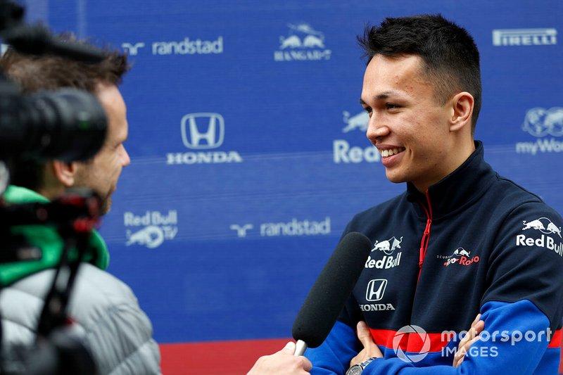 Alex Albon, Scuderia Toro Rosso con los medios