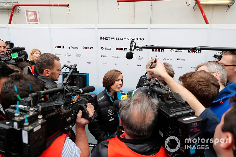 Claire Williams, Williams subdirector del equipo habla con los medios