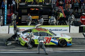 Tyler Reddick, Richard Childress Racing, Chevrolet Camaro Symbicort, pit stop, crash