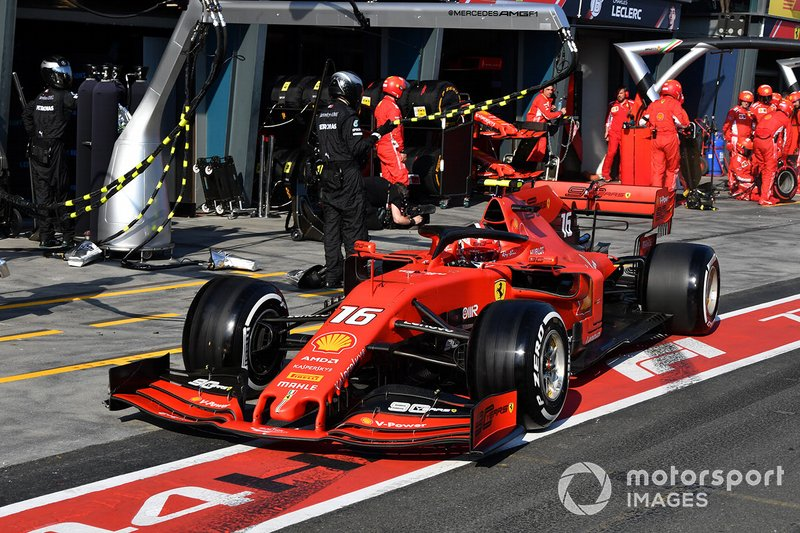 Charles Leclerc, Ferrari SF90, lascia il pit dopo la sosta