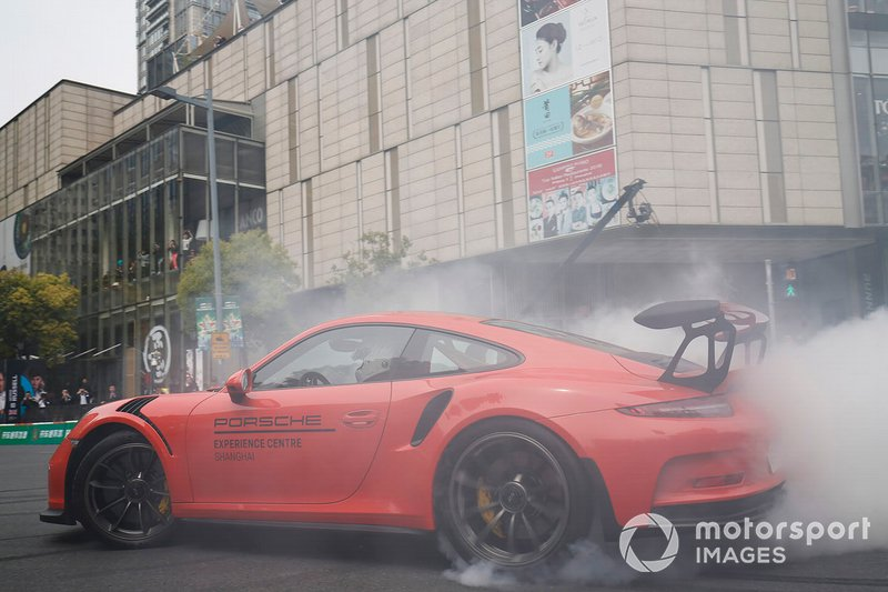 Demonstration with a Porsche