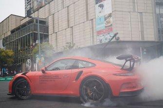 Demonstration with a Porsche
