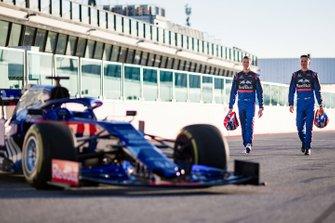 Alex Albon, Scuderia Toro Rosso, Daniil Kvyat, Scuderia Toro Rosso met de Scuderia Toro Rosso STR14