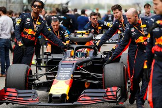 Pierre Gasly, Red Bull Racing RB15 arrives on the grid