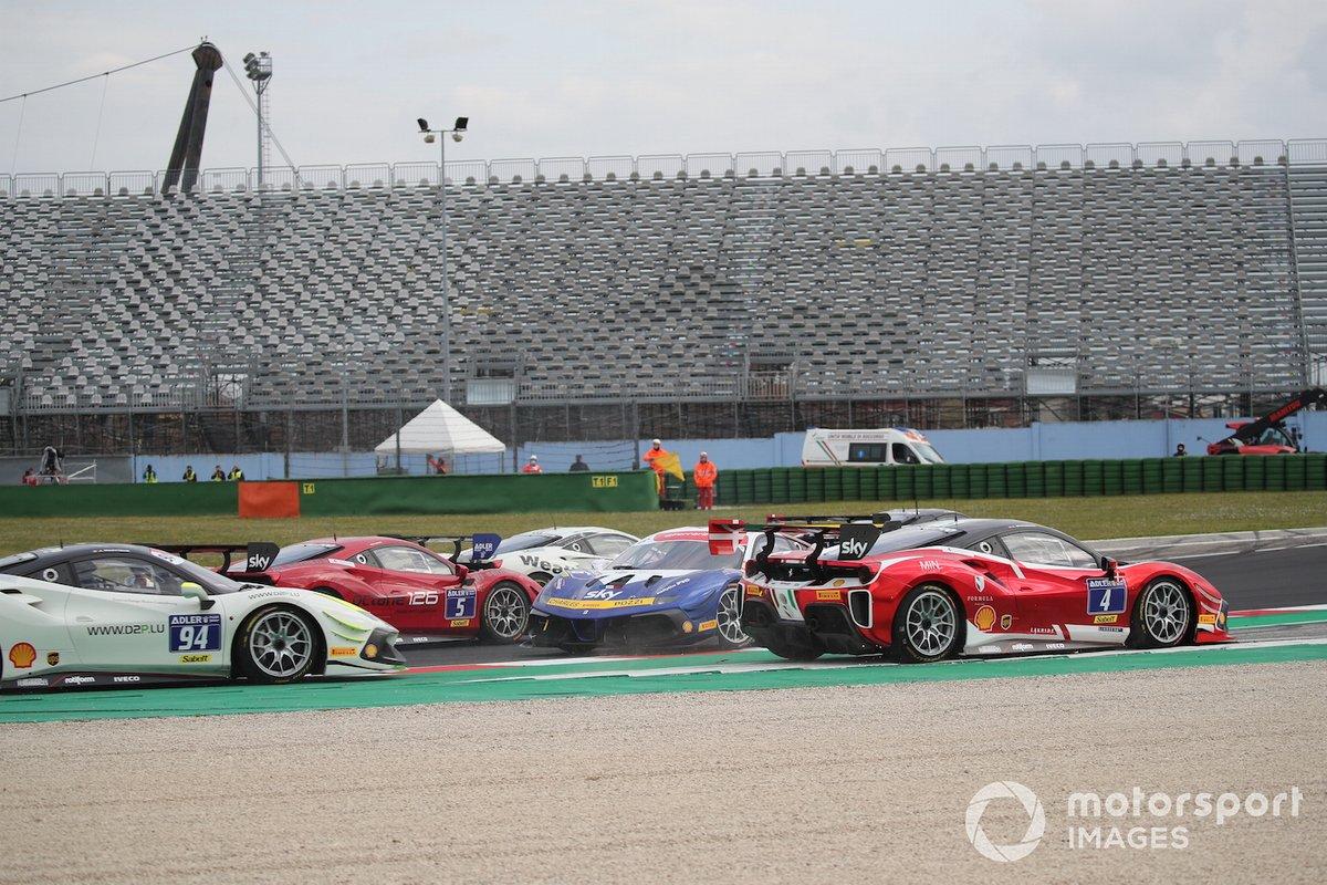 La partenza di Gara1 del Trofeo Pirelli