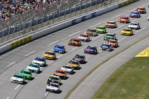 Brad Keselowski, Team Penske, Ford Mustang MoneyLion et Denny Hamlin, Joe Gibbs Racing, Toyota Camry FedEx Ground