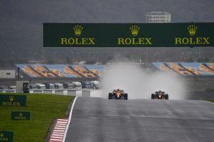 Lando Norris, McLaren MCL35, Max Verstappen, Red Bull Racing RB16