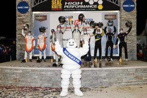 LMP2-Podium: 1. Patrick Kelly, Simon Trummer, Scott Huffaker, 2. John Farano, Mikkel Jensen, David Heinemeier Hansson, 3. Don Yount, Patrick Byrne, Guy Cosmo