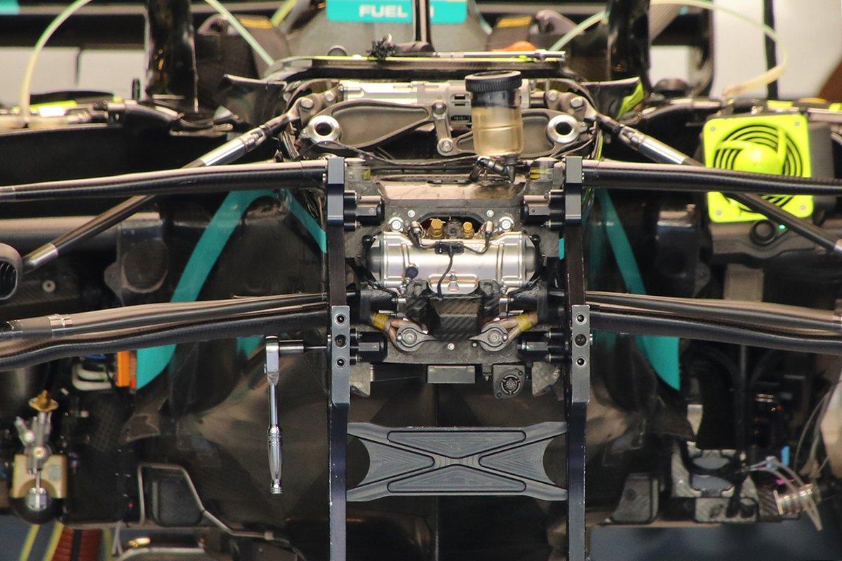Mercedes W11: Vorderrad-Aufhängung