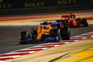 Lando Norris, McLaren MCL35, Sebastian Vettel, Ferrari SF1000