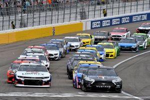 Start zum Pennzoil 400 in Las Vegas: Kevin Harvick, Stewart-Haas Racing, Ford Mustang Mobil 1, führt
