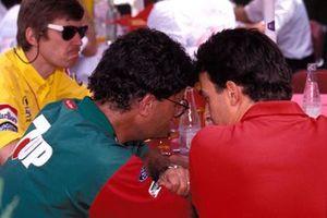 Eddie Jordan, Jordan chats with Jean Alesi, Ferrari