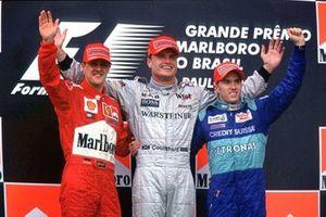 Podium: David Coulthard, vainqueur avec sa McLaren, Michael Schumacher, deuxième sur sa Ferrari et Nick Heidfeld, troisième avec sa Sauber