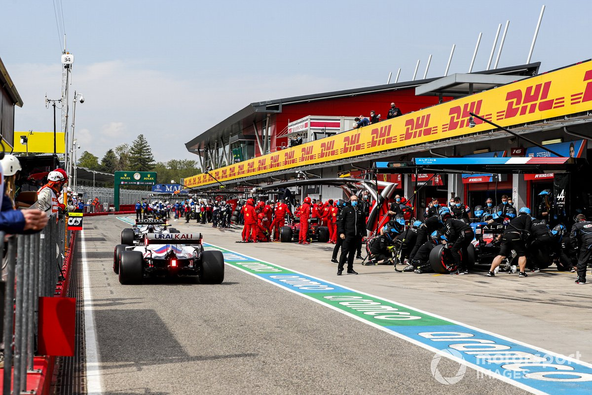 Mick Schumacher, Haas VF-21, Fernando Alonso, Alpine A521
