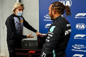Lewis Hamilton, Mercedes receives the Pirelli Pole Position Award